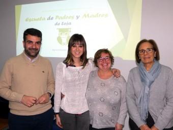 Alcalde y concejal de Servicios Sociales junto a las educadoras de la Escuela de Padres