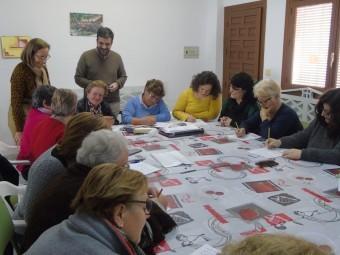 Primera sesión del taller de la memoria que comenzó en Riofrío. FOTO: E. CAÑIZARES
