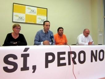 Gonzalo Vázquez, en el centro, con otros miembros de la asociación.