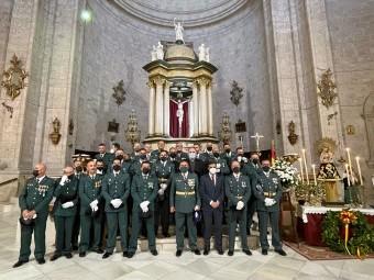 Miembros de la Guardia Civil de Loja, junto al alcalde. FOTO: CALMA