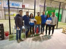 Las campeonas en la categoría femenina recogen sus premios