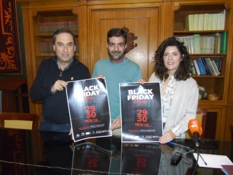 Izquierdo, Camacho y Gallego, durante la presentación del Black Friday. FOTO: CALMA