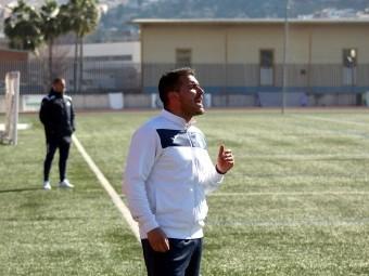 Leo Fernández da instrucciones en un partido del Loja esta temporada. FOTO: MIGUEL JAÍMEZ