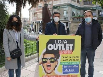 Gallego, Camacho y Izquierdo, en la presentación de su outlet. FOTO: C. MOLINA