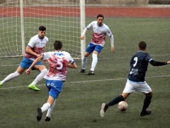 Una acción del partido del año pasado entre Loja y Guadix en el Medina Lauxa.
