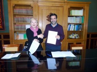 Mesa y Camacho, durante la firma del convenio de colaboración. FOTO: CALMA