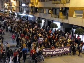 La manifestación ocupó un largo tramo de la avenida de Los Ángeles. FOTO: P. CASTILLO.