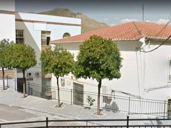 Edificio que alberga el centro ocupacional, en Pérez del Álamo. FOTO: G. MAPS