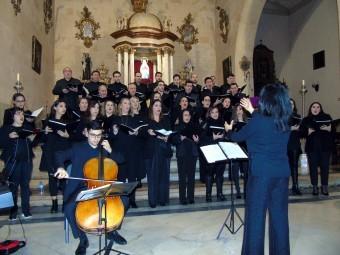 Un instante de la actuación de la coral del Conservatorio de Música. FOTO: J. Mª. J.