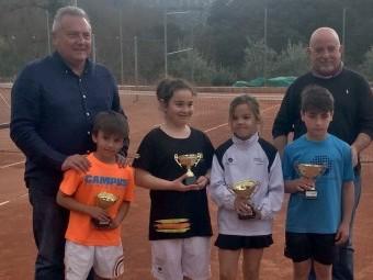 Los jóvenes finalistas del primer torneo del Circuito, celebrado en el CT Tricolia