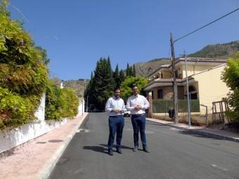 El alcalde y el concejal en una visita a la calle Virgen de África. FOTO: A. MATAS.