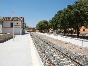 Se espera que a mediados de 2015 los trenes AVE paren en Loja.
