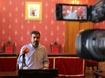 El alcalde de Loja, durante el anuncio del bando de medidas. FOTO: C. MOLINA