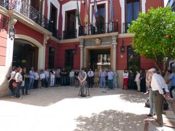 Un momento de la concentración realizada a las puertas del Ayuntamiento