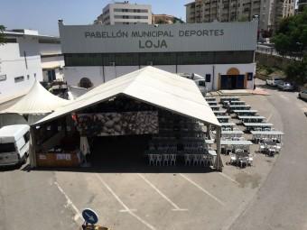 La carpa de la Feria del Marisco Gallego está instalada en los aparcamientos del pabellón. A. M.