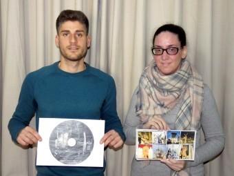 Adrián Aguilera y Vanessa Mejías muestran los gráficos del disco