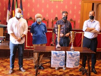 Presentación de las copas del I Torneo Antonio Alcaide