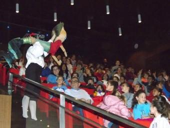 Namor, el niño pez, interactuó con los numerosos escolares. FOTO: CALMA