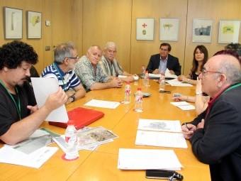 Antonio Campos (dcha.), miembro de 'AVE sí, pero no así', en la reunión con el presidente de la Dipu