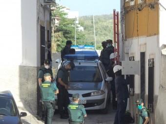 Actuación de la Guardia Civil en el barrio de la Alfaguara. FOTO: C. M.