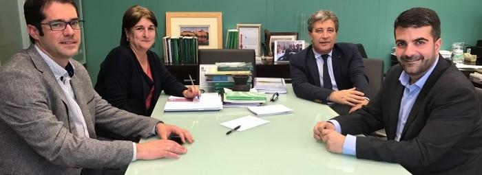 Un momento de la reunión con el director general de Patrimonio de la Junta.