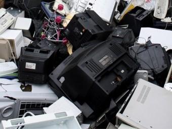 Campaña de concienciación sobre el reciclaje de aparatos eléctricos. FOTO: EL CORTO
