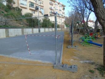 El parque infantil del Caminillo sufre una reforma para mejorar servicios. FOTO: C. MOLINA