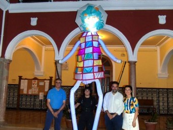 Presentación del pasacalles 'Lumen, gigantes de luz' en el Consistorio. FOTO: CALMA