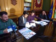 Momento de la firma del convenio por parte del alcalde y el presidente del Club Mala Cara