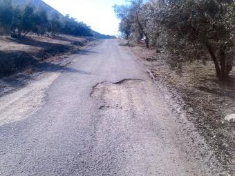 El camino rural de los Molejones presenta grandes desperfectos en toda su extensión.