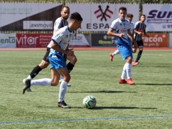 Mayas conduce el balón en el partido frente al Arenas. FOTO: ENCARNI QUESADA