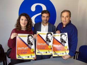 Gallego, Camacho e Izquierdo, en la presentación de la outlet. FOTO: C. MOLINA