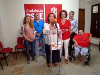 Concejales socialistas, en la rueda de prensa celebrada en su sede. FOTO: A. MATAS