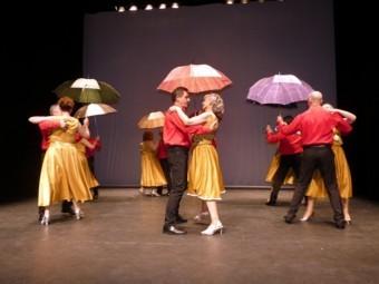El baile de salón es una de las disciplinas que se imparten. FOTO: P. CASTILLO