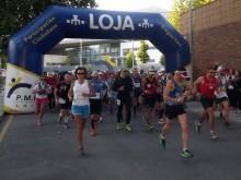 Los corredores tras tomar la salida desde Loja en la mañana del sábado. FOTO: P.CASTILLO.