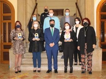 Premiados y representantes públicos tras el acto del Día de Andalucía 2021