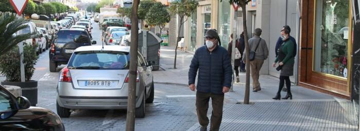 Las calles se llenaron de gente que acudieron a los negocios locales. FOTO: CALMA