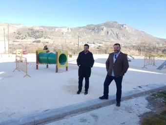 El concejal y el alcalde durante una visita a las obras del parque canino. FOTO: JORGE ÁGUILA
