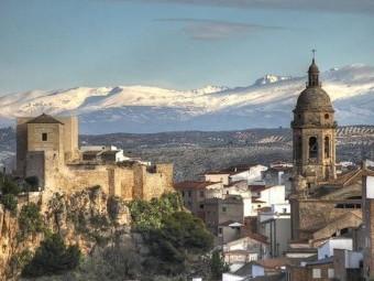 Imagen de la Alcazaba, con la vista al fondo de Sierra Nevada. FOTO: EL CORTO