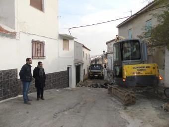 Ordoñez y Camacho visitan los trabajos de reforma de la calle. FOTO: CALMA