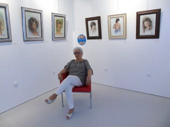 Anita Ávila junto a la nueva exposición que ha abierto en su Museo. FOTO: CARLOS MOLINA