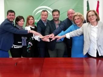 Autoridades autonómicas y municipales, en la firma del programa. FOTO: CALMA