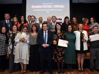 Grupo de familia de los premiados por la Diputación de Granada. FOTO: EL CORTO