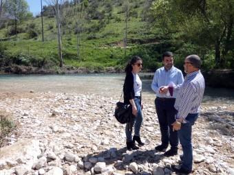 Paloma Gallego, Joaquín Camacho y Alejandro Aguilera, junto a las aguas de Riofrío