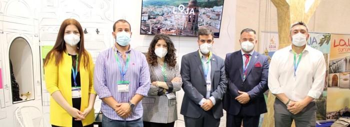 Autoridades locales y técnicos, en la presentación del nuevo vídeo. FOTO: C. MOLINA