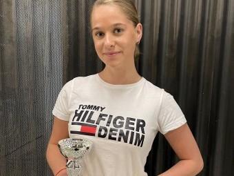 La joven Marta Ayllón, ganadora del 14 Concurso de Trovos. FOTO: CALMA