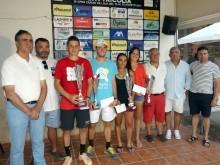 Finalistas del torneo junto a organización y autoridades a la conclusión del torneo.