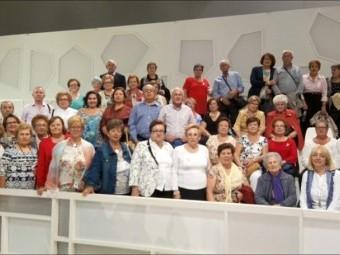 El grupo lojeño fotografiado en las gradas del plató donde se realiza el programa.
