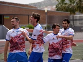 Los jugadores lojeños celebran uno de los goles de Antonio López durante el partido.
