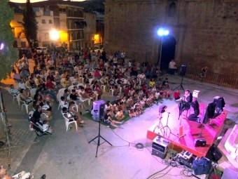 El barrio del Puente acogió el primer espectáculo de Loja Mágica. FOTO: C. MOLINA